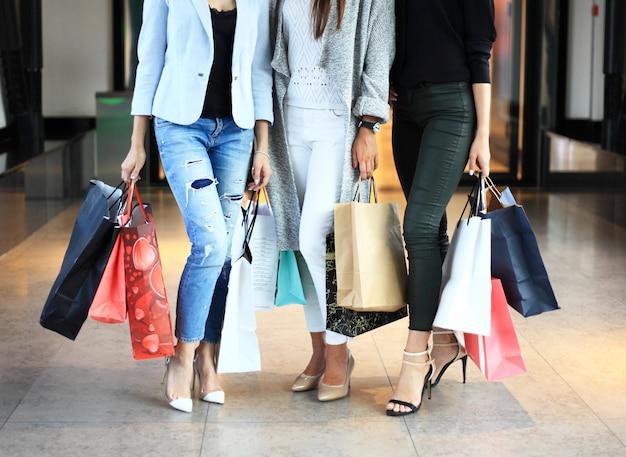 Groep mensen winkelen concept