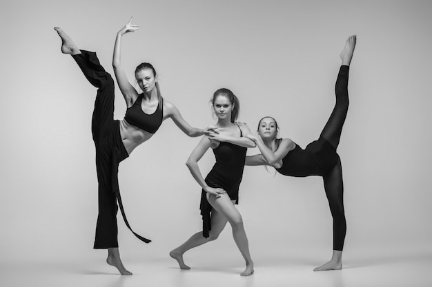 Groep moderne balletdansers