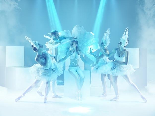 Groep moderne dansers