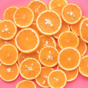 Groep oranje fruit en zomerconceptidee