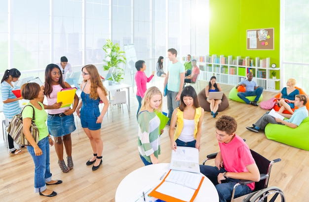 Groep student aan universiteit