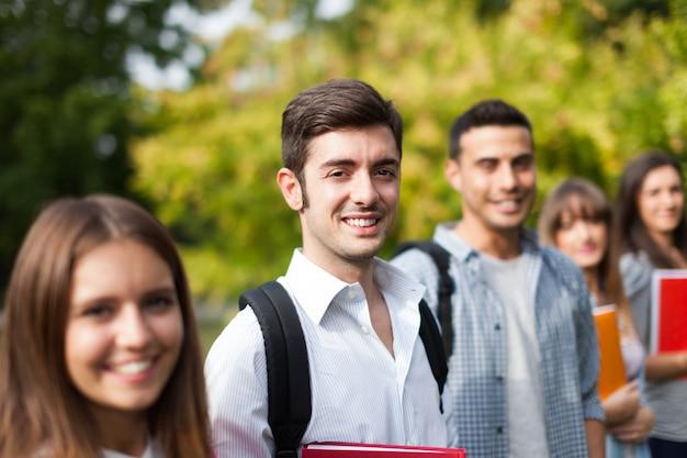 Groep studenten op een rij