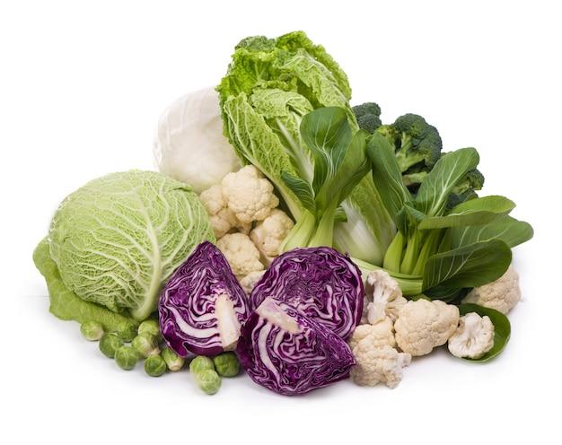Groep van groene groenten en fruit op witte tafel