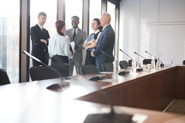 Groep van mensen uit het bedrijfsleven op het werk