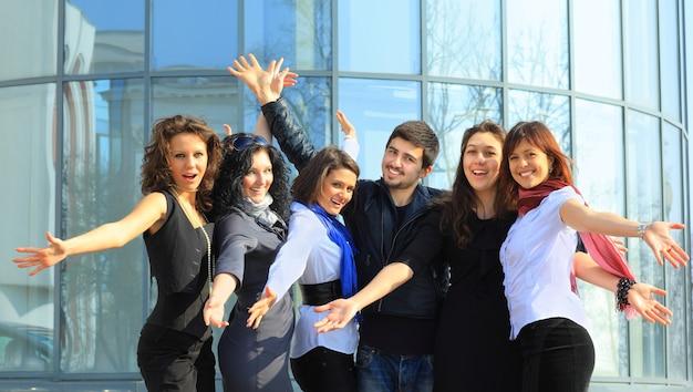 Groep vrolijke studenten.
