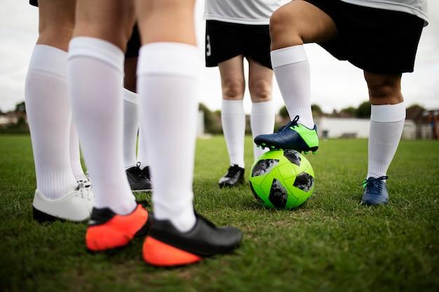 Groep vrouwelijke voetbalsters op het gebied