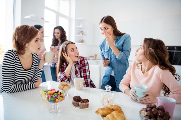 Groep vrouwen bij elkaar