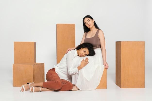 Groep vrouwen die samen tijd doorbrengen
