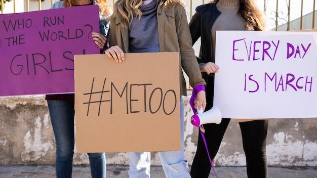 Groep vrouwen die voor gelijke rechten vechten