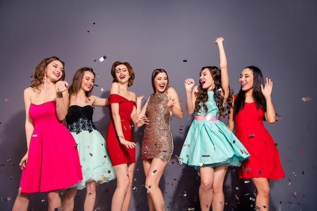 Groep vrouwen gekleed elegant