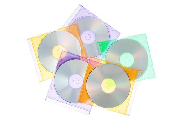 Groepeer schijven cd-dvd in de dozen. op een witte muur.