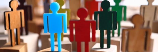 Groeps multi-coloured silhouetten van het bedrijfsmensengroepswerk vergadering