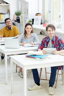 Groepsgenoten bij les