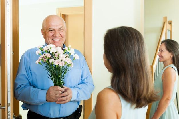 Groet van het houden van van ouder paar