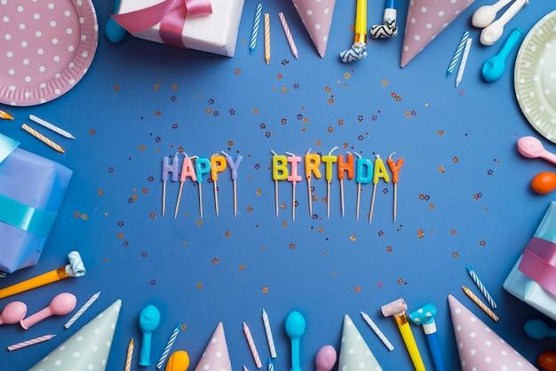 Groetwoorden die door verjaardagselementen worden omringd