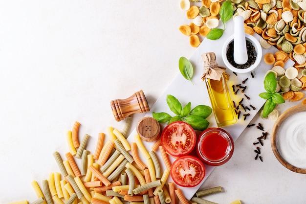 Grondstoffen voor het koken: italiaanse penne pasta