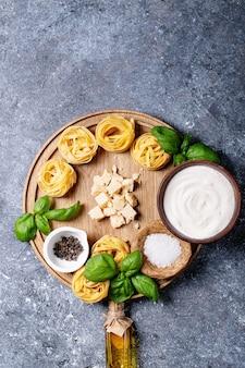 Grondstoffen voor het koken van pasta