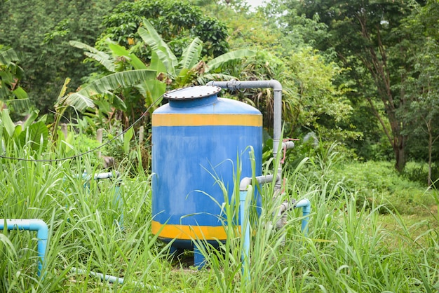Grondwaterput met pvc-leidingsysteem elektrische diepe put dompelpomp watertank