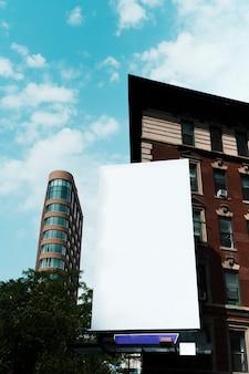 Groot aanplakbordmalplaatje bij het inbouwen van stad