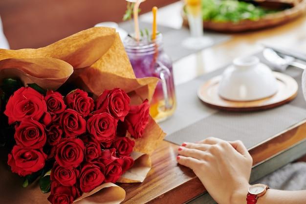 Groot boeket rozen