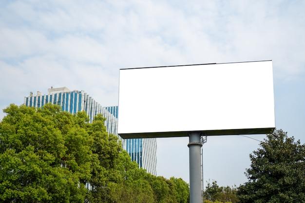 Groot buiten reclamebord in het centrum