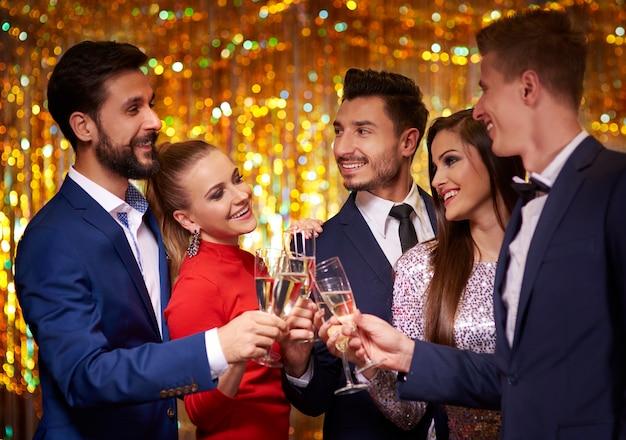 Groot geluk vanwege feest