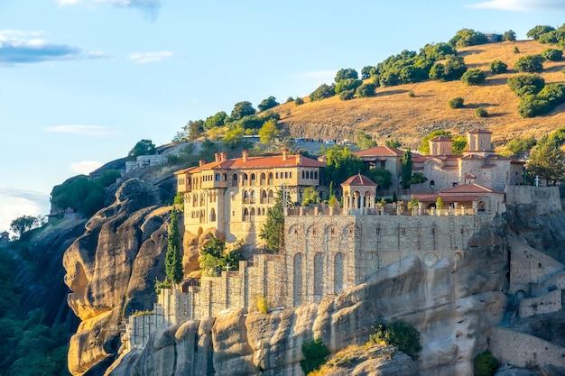 Groot grieks klooster op de rots