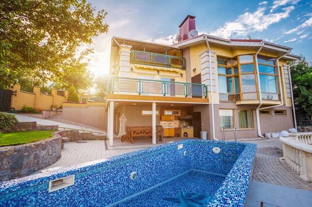 Groot landhuis met zwembad