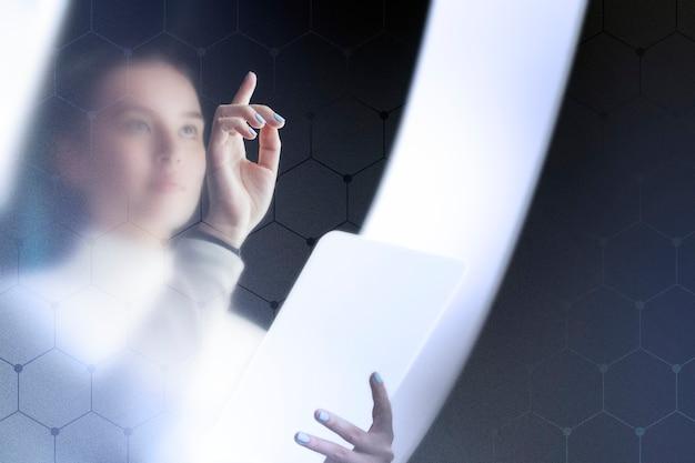 Groot transparant presentatiescherm in een onderzoekscentrum