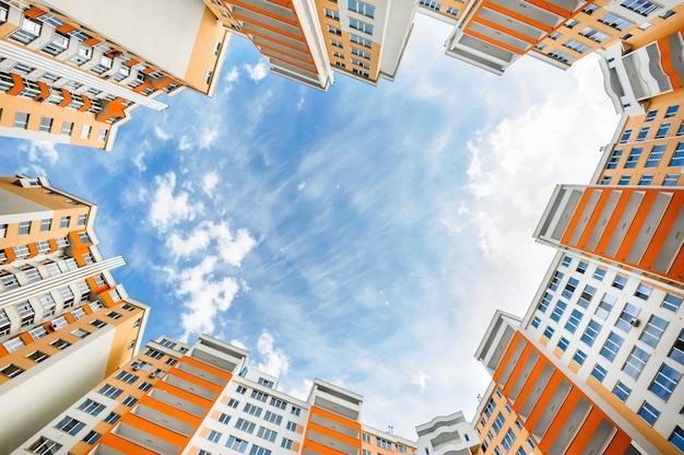 Groothoek schot van nieuwe woningbouw