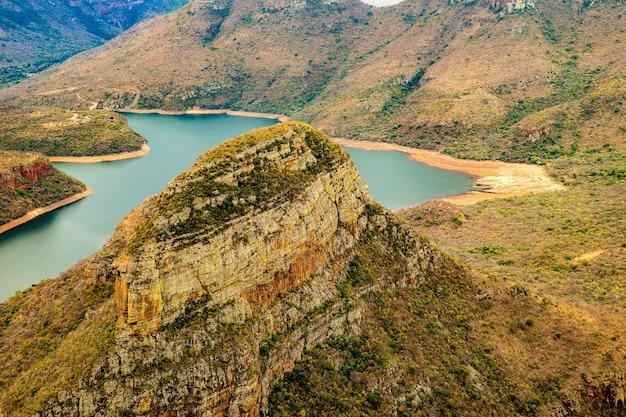 Groothoekopname van de blyde river canyon in zuid-afrika