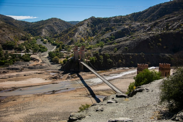 Grote brug in cordillera real andes, bolivia