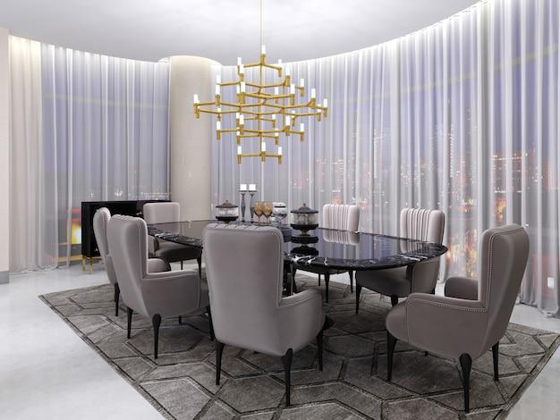 Grote eettafel in het hotel voor acht personen met een zwarte tafel met een glazen blad. grote en zachte comfortabele stoelen en een gouden kroonluchter bij een groot panoramisch raam. 3d-rendering.