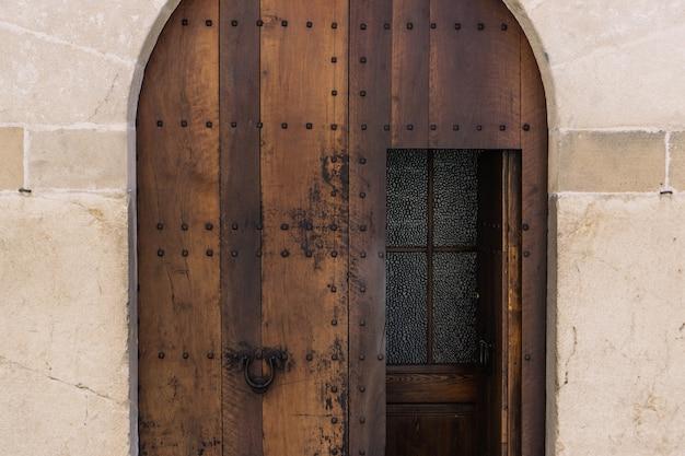 Grote houten deur