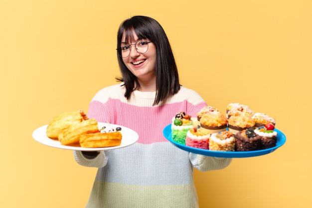 Grote maten mooie vrouw met taarten