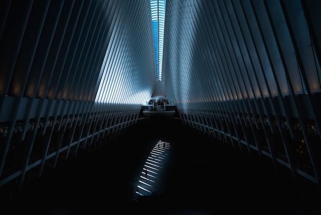 Grote moderne architectuurhal