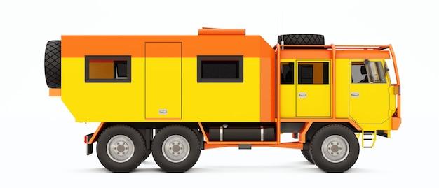 Grote oranje vrachtwagen voorbereid op lange en uitdagende expedities in afgelegen gebieden. vrachtwagen met een huis op wielen. 3d illustratie.