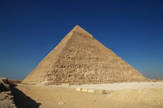 Grote piramides van het oude egypte in giza, caïro