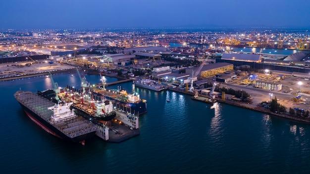 Grote scheepswerf en onderhoud aan zee