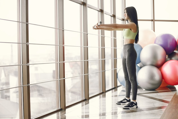 Grote sportschool. sport levensstijl. afgezwakt lichaam