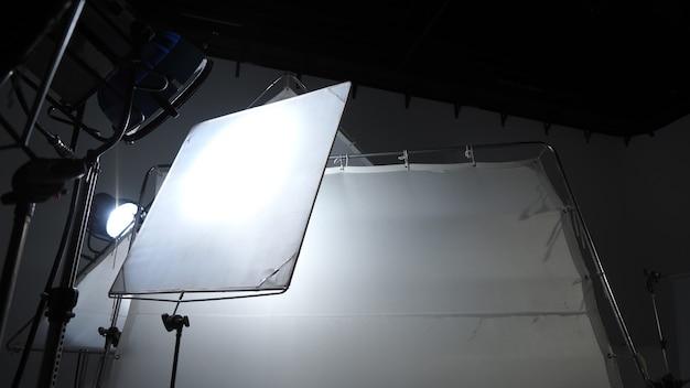 Grote studio-led blijft verlichting voor foto- en video-opnameproductie op statief, wat erg sterk is