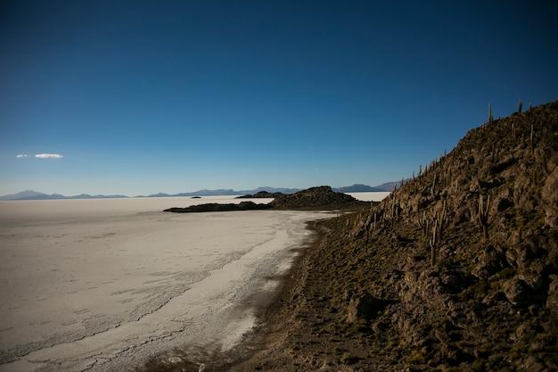 Grote uyuni-salar in cordillera real, andes, bolivia