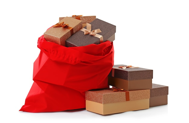 Grote zak van de kerstman en geschenkdozen op wit