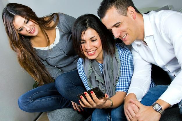 Grupo joven amigos retrato manos Premium Foto