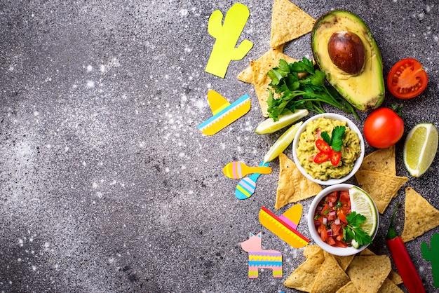 Guacamole, salsa, nacho's en tequila