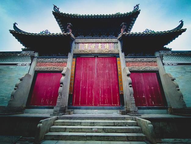 Guangzhou china - 18 augustus 2018: liugeng hall in de oude stad shawan. lingnan's architecture is de traditionele kantonese stijl. gebiedsgids. waar te gaan in guangzhou-lijst?