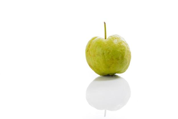 Guave geïsoleerd op een witte achtergrond