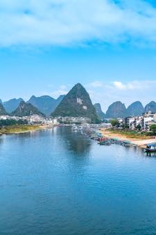 Guilin lijiang rivierlandschap en platteland