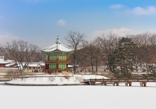 Gyeongbokgung palace in de winter seoel, zuid-korea.