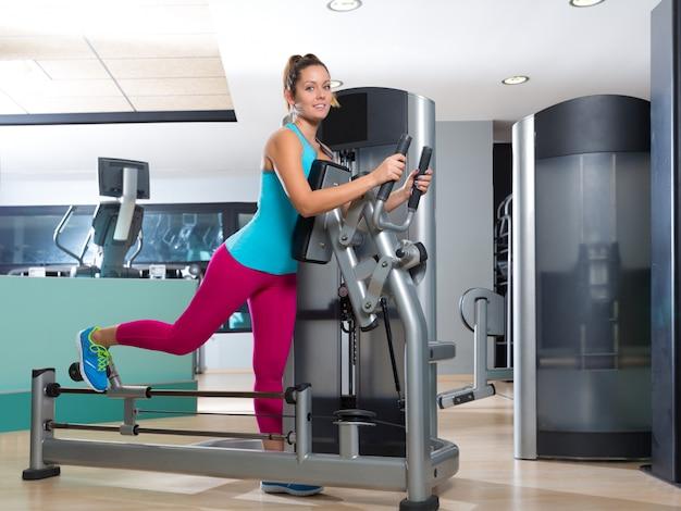 Gym glute oefening machine vrouw training